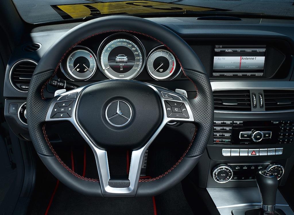 2013 mercedes benz c class amg sport package interior for Mercedes clase a amg interior