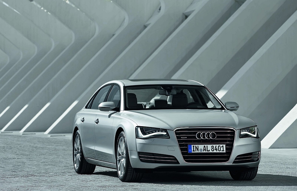 2013 Audi A8 L Front 7-8 Right