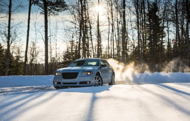 Chrysler unveils new Glacier Edition for 2013 300, complete with AWD