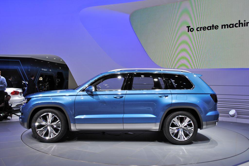2013 Detroit Volkswagen Crossblue Suv Concept Side View