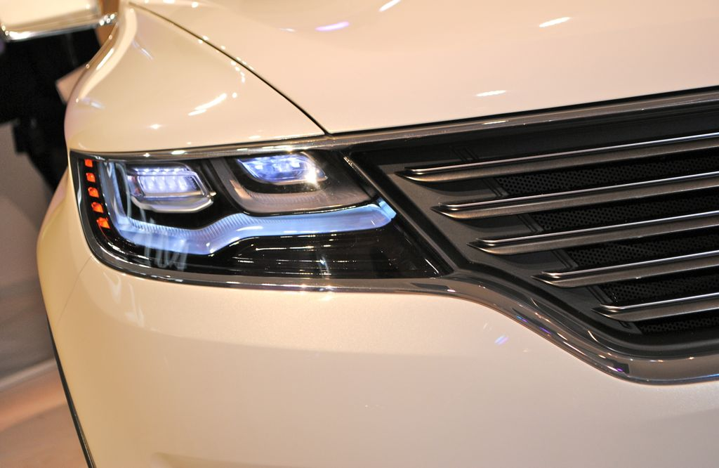 2013 Detroit: Lincoln MKC Concept Headlamp - egmCarTech