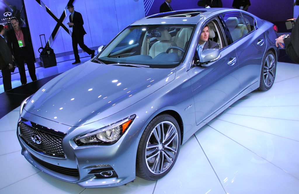 2013 Detroit: 2014 Infiniti Q50 Top View
