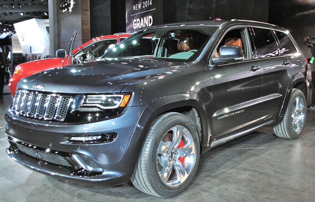 2014 jeep grand cherokee srt8 front quarter view