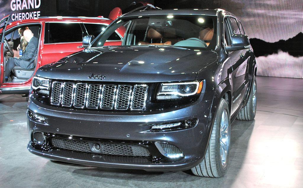 2014 jeep grand cherokee srt8 front angle egmcartech. Black Bedroom Furniture Sets. Home Design Ideas