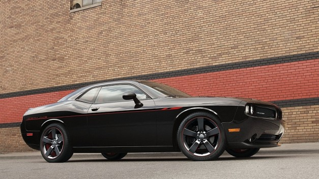 2013 Chicago: Dodge adds Redline package to 2013 Challenger R/T and R/T Plus