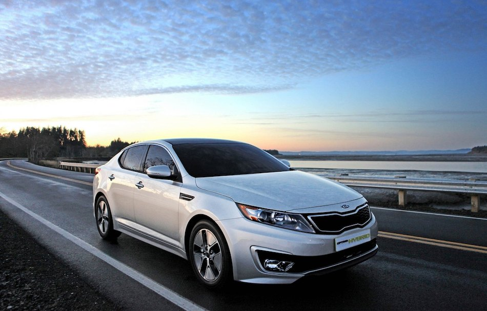 2013 kia optima hybrid front 3 4 right roadside egmcartech. Black Bedroom Furniture Sets. Home Design Ideas