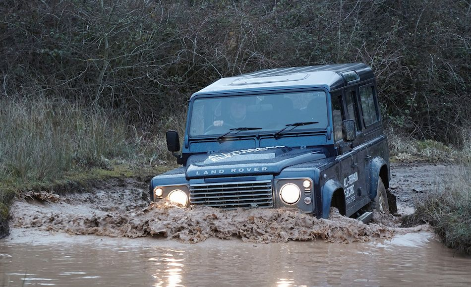 http://www.egmcartech.com/wp-content/uploads/2013/03/2013-Land-Rover-Defender-Electric-Concept-Front-Mudding.jpg