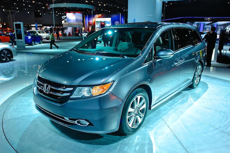 2014 Honda Odyssey NYIAS Front 3-4 Left