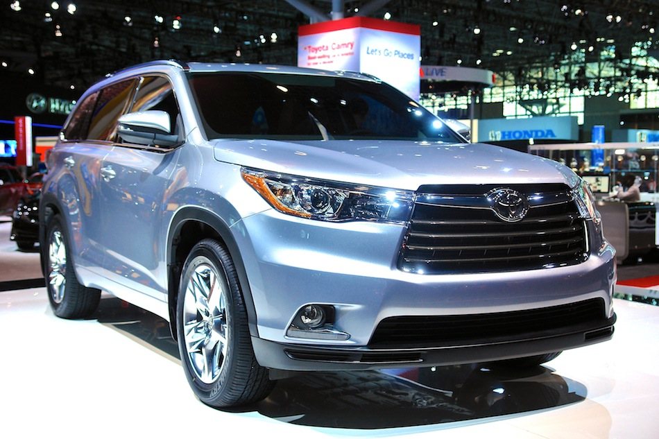 2014 Toyota Highlander NYIAS Front 3-4 Right