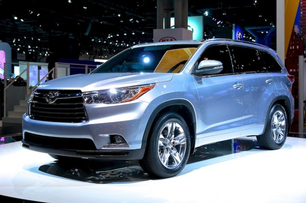2013 New York: The 2014 Toyota Highlander sets foot on the Javits