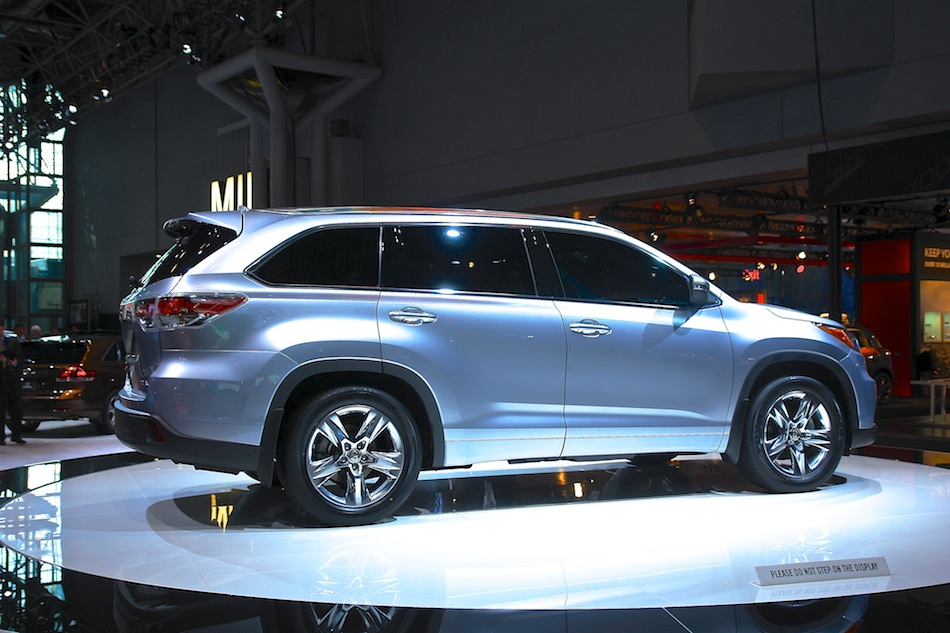 2014 Toyota Highlander NYIAS Rear 7-8 Right
