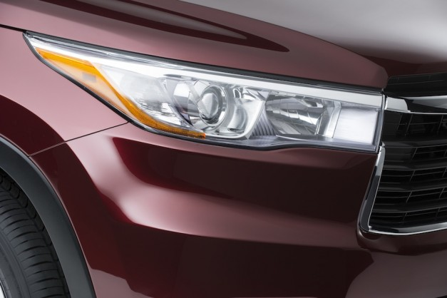 Toyota teases its 2014 Highlander before New York