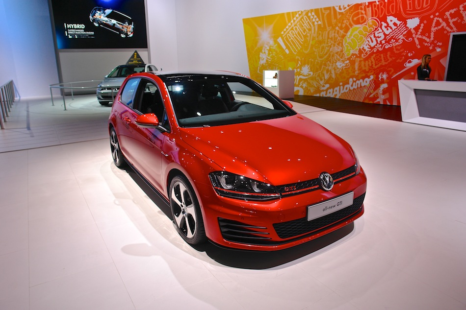 2014 Volkswagen Golf GTI NYIAS Front 3-4 Right