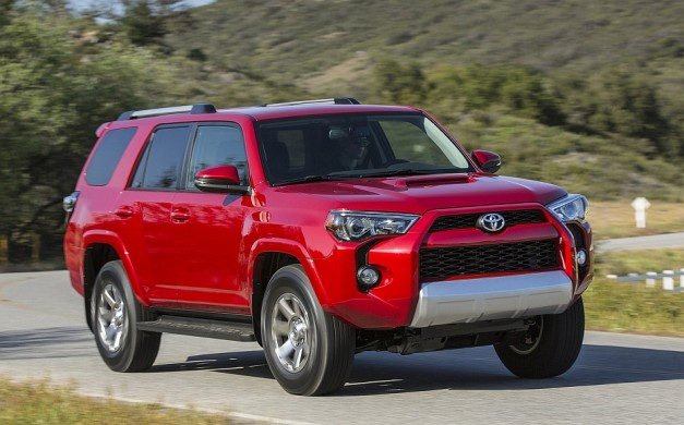 2014 Toyota 4Runner Front 3-4 Right Cruising