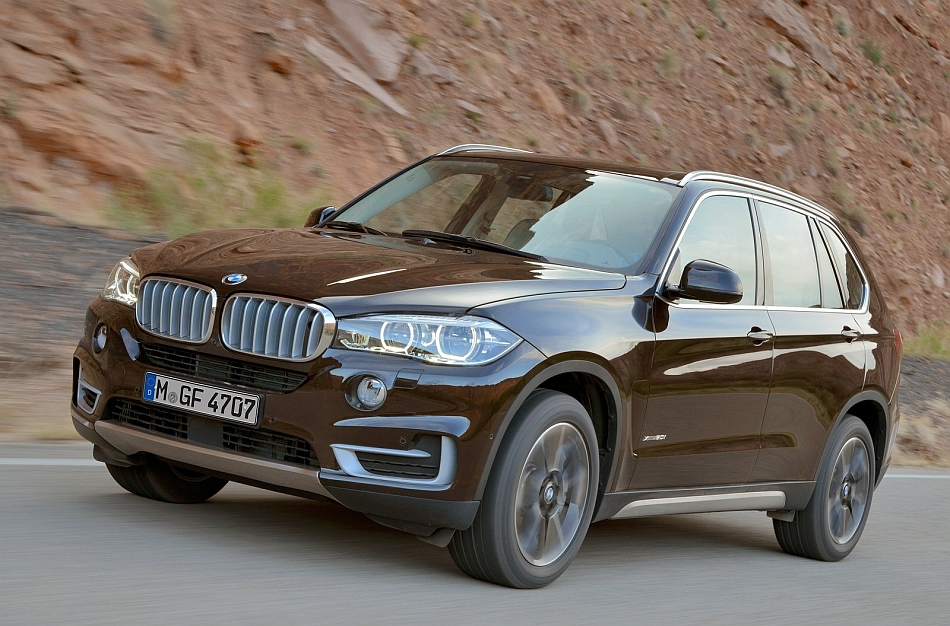 2014 BMW X5 Front 3-4 Left Cruising Angle