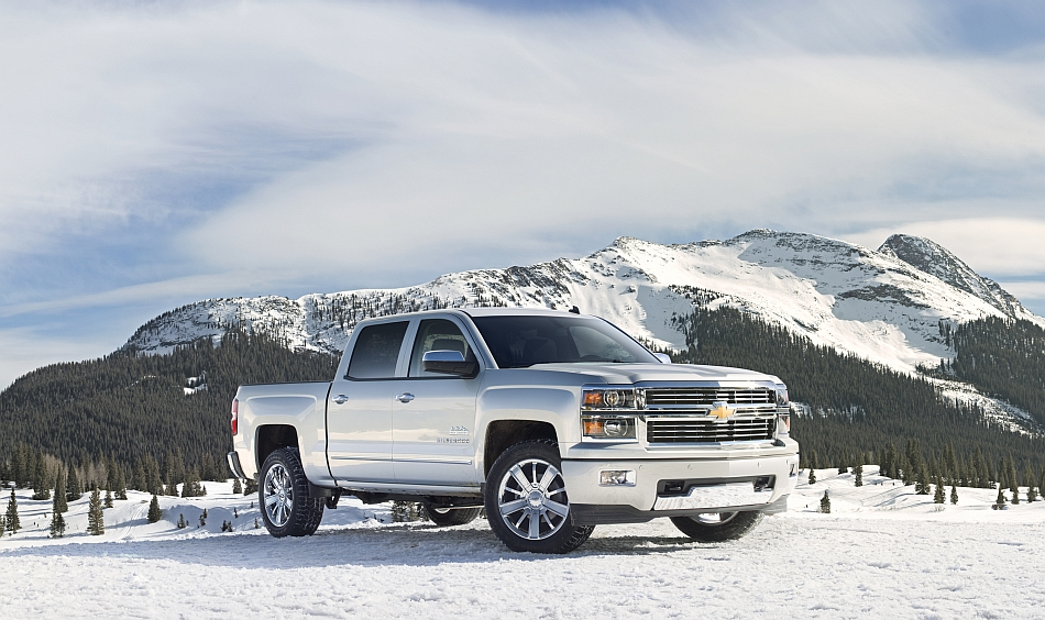 2014 Chevrolet Silverado High Country Front 3-4 Right In The Snow