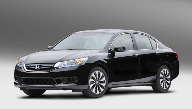 Honda reveals its latest 2014 Accord Hybrid sedan, goes on sale this October nationwide