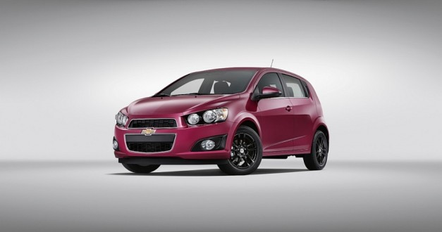 Chevrolet reveals two new colors for the 2014 Sonic, one will be limited edition