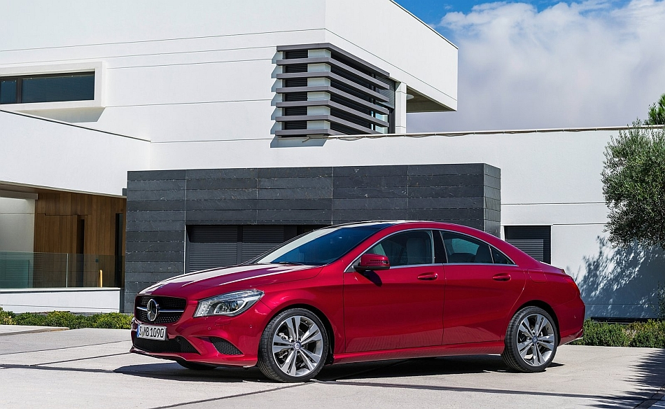 2014 Mercedes-Benz CLA-Class Front 7-8 Left