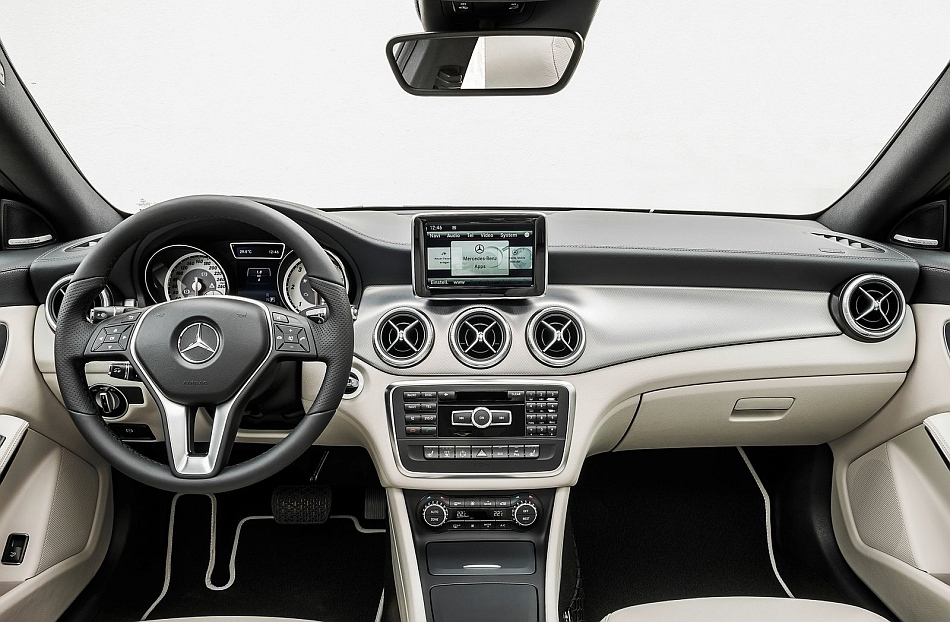 2014 mercedes benz cla class interior dashboard egmcartech for Mercedes benz dashboard