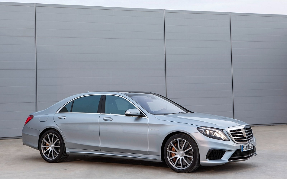2014 Mercedes-Benz S63 AMG 4MATIC Front 7-8 Right