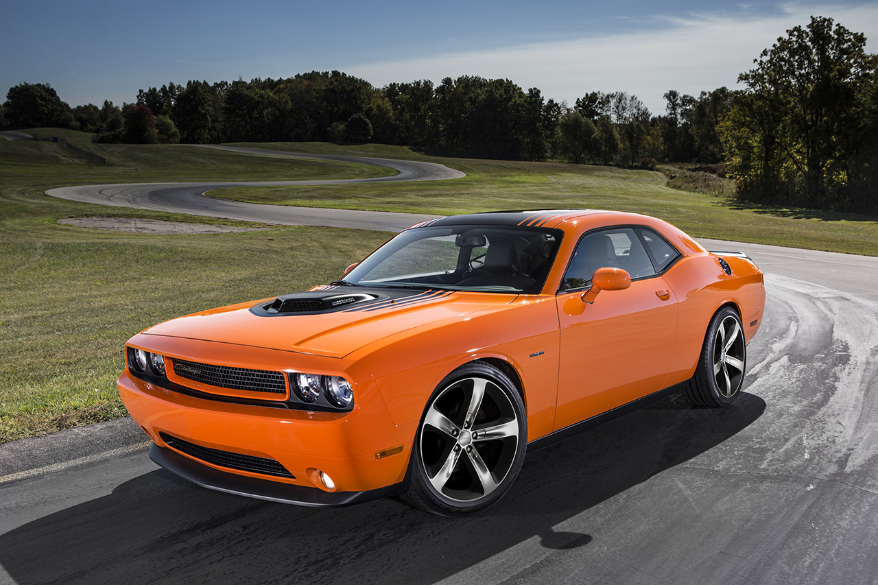 2014 dodge challenger r t shaker egmcartech. Black Bedroom Furniture Sets. Home Design Ideas