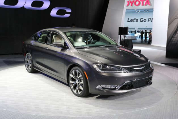 2014 NAIAS: Chrysler makes us forget the Sebring with the all-new 2015 200
