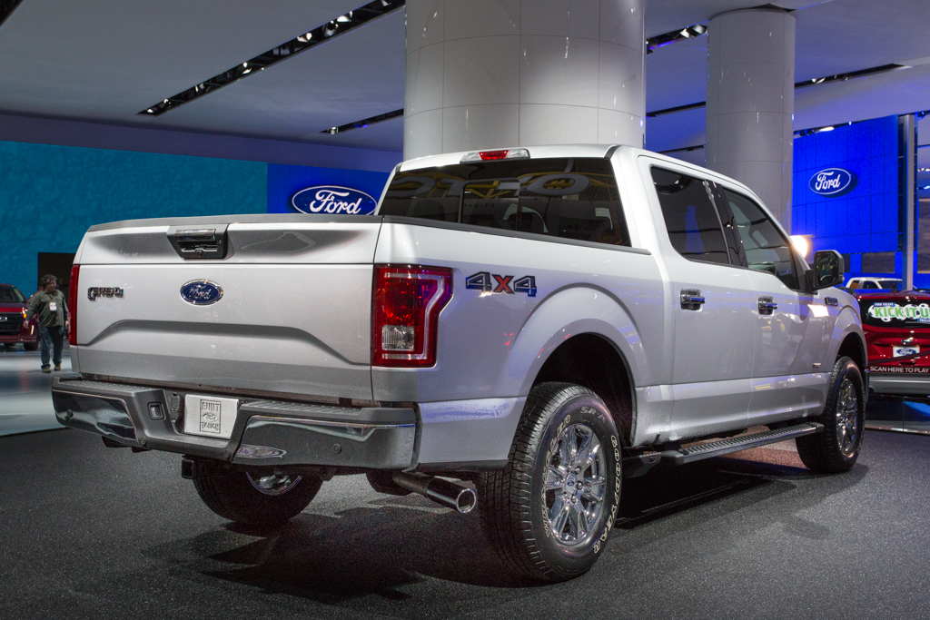 2014 naias ford ups the full size pickup ante with the 2015 f150 egmcartech - 2015 Ford F 150 King Ranch Tailgate
