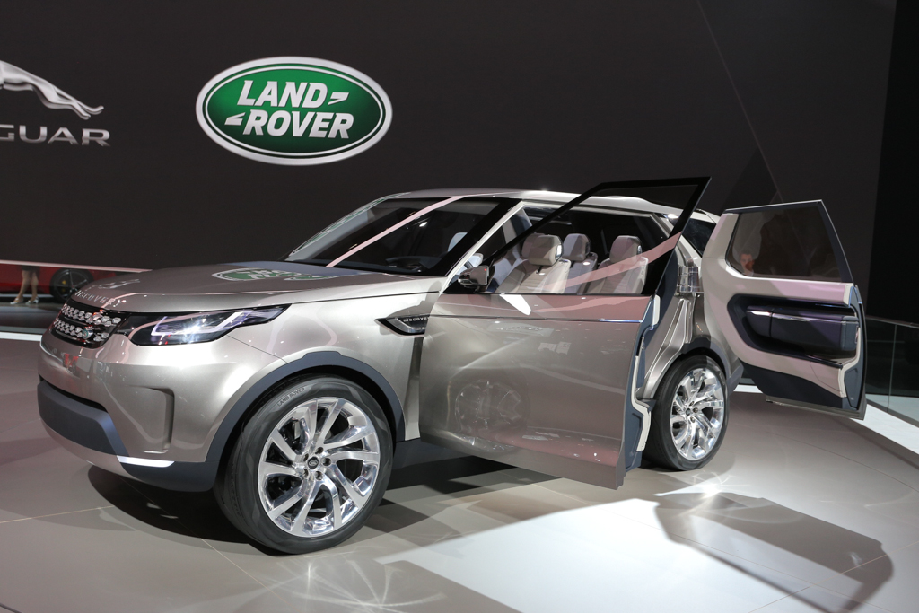 2014 Nyias Invisible Self Driving Land Rover Discovery Vision