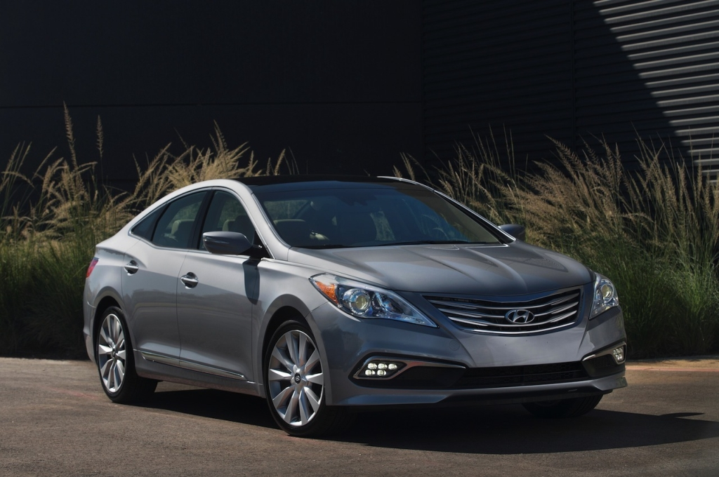 the 2015 hyundai azera gets quietly revealed in miami egmcartech. Black Bedroom Furniture Sets. Home Design Ideas