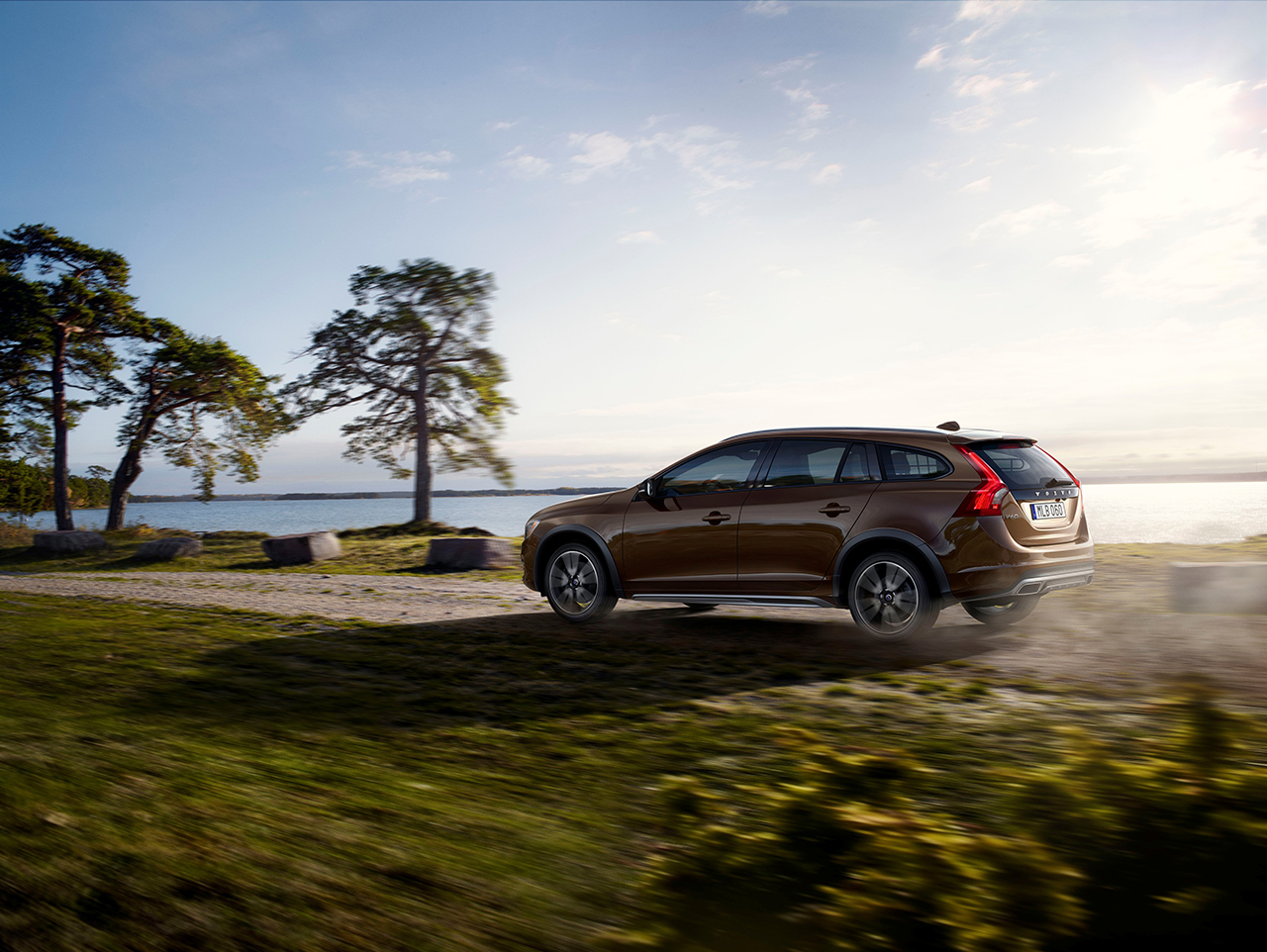 Volvo reveals v60 cross country ahead of la 2016 car release date