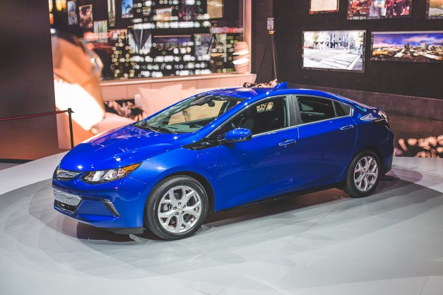 The 2016 Chevrolet Volt gets its official EPA economy and range figures