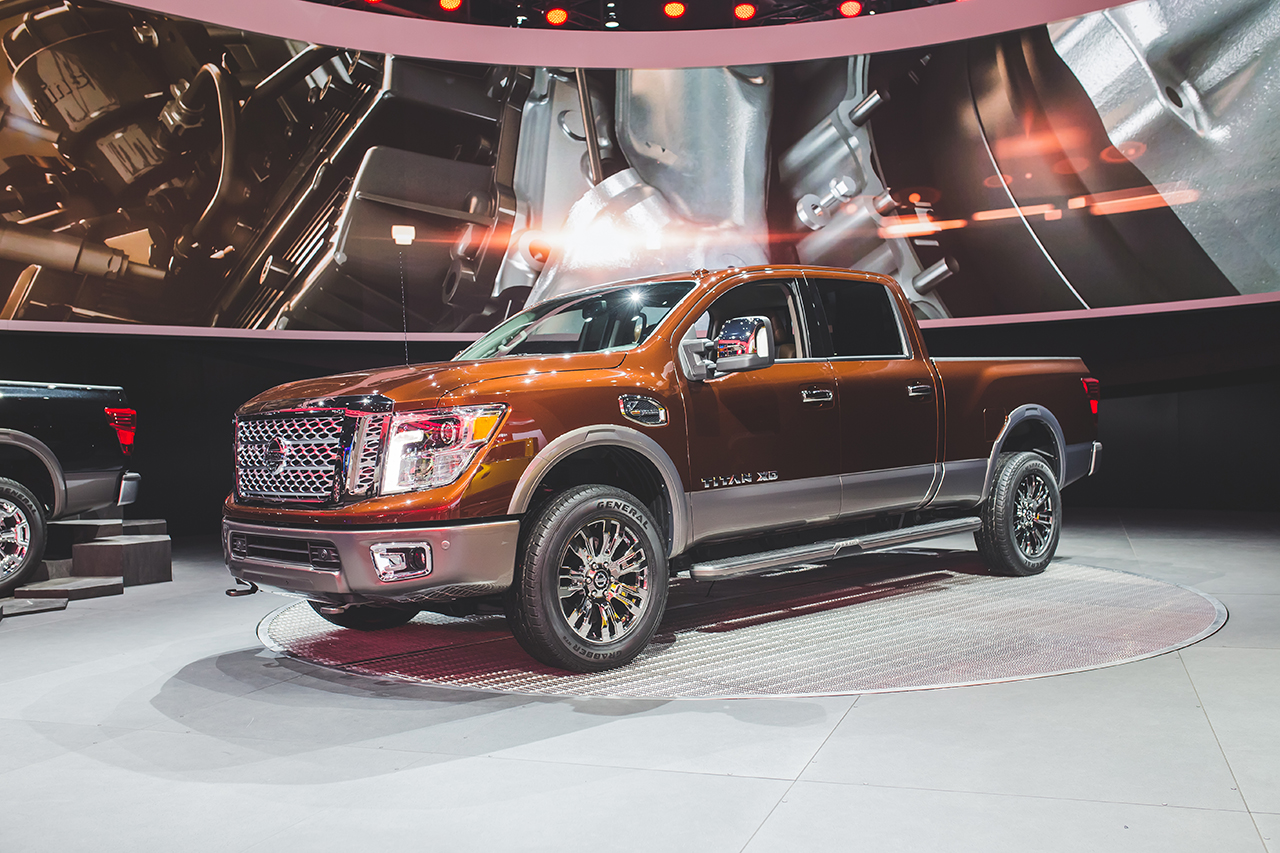2015 detroit the 2016 nissan titan gets revealed to take on the ford f150 w video egmcartech. Black Bedroom Furniture Sets. Home Design Ideas
