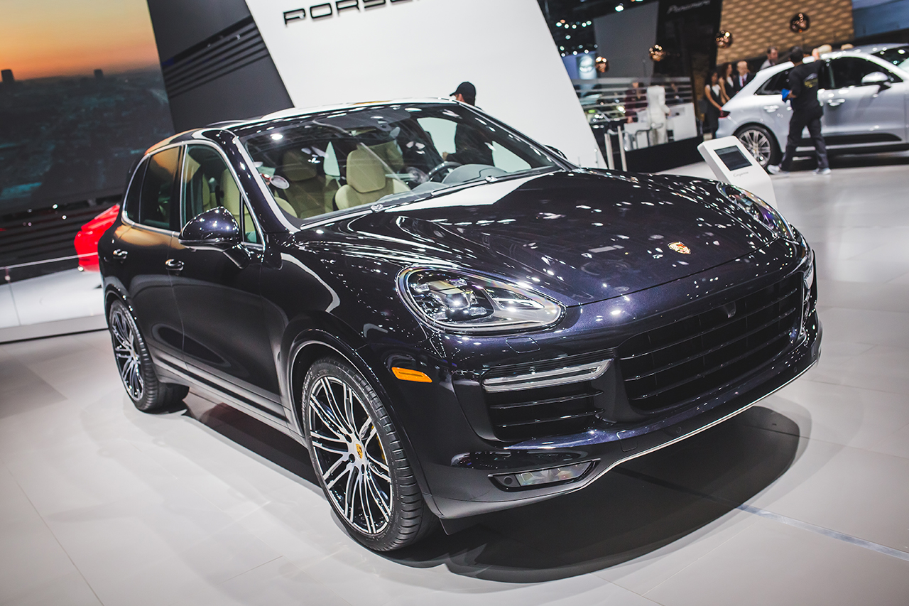 2015 detroit porsche introduces the fastest and most expensive cayenne ever