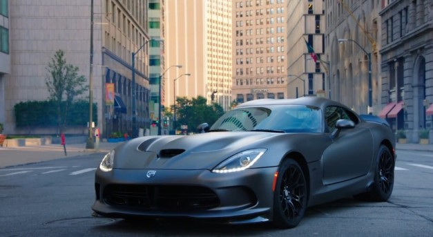 video dodge reminds us why the viper is still awesome egmcartech egmcartech. Black Bedroom Furniture Sets. Home Design Ideas
