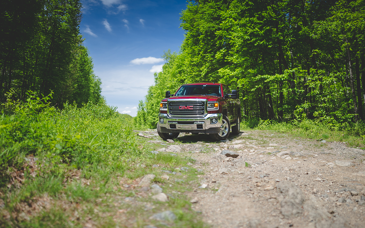 Review: The 2015 GMC Sierra 2500 HD Z71 is a hauler's and ...