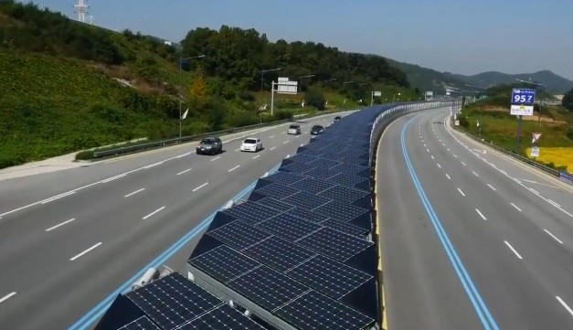 Video: This Korean highway with an integrated solar panel array is the future