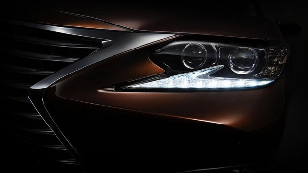 A new Lexus ES heads to Shanghai and was just teased