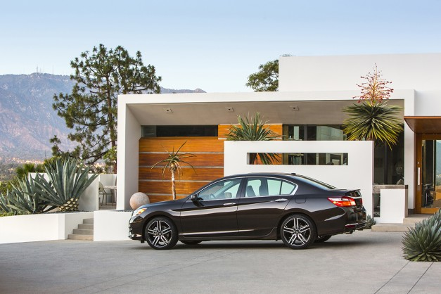 The facelifted 2016 Honda Accord sedan–this is it…and the V6 manual option returns?! [UPDATED]