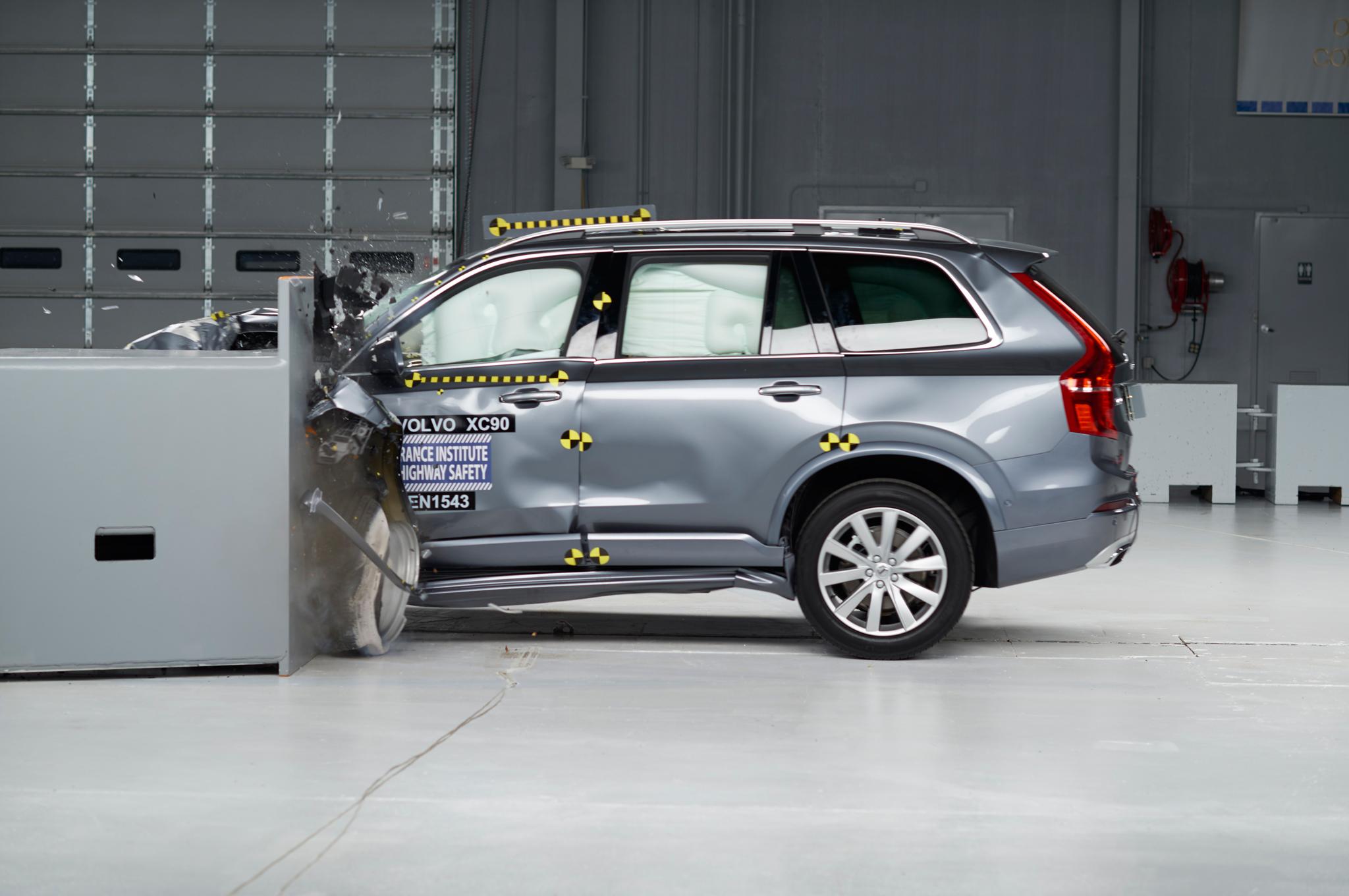2016 Volvo XC90 IIHS Test