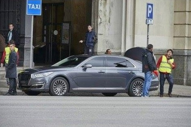 Spy Shots: The newly anticipated Genesis G90 from Hyundai gets caught undisguised