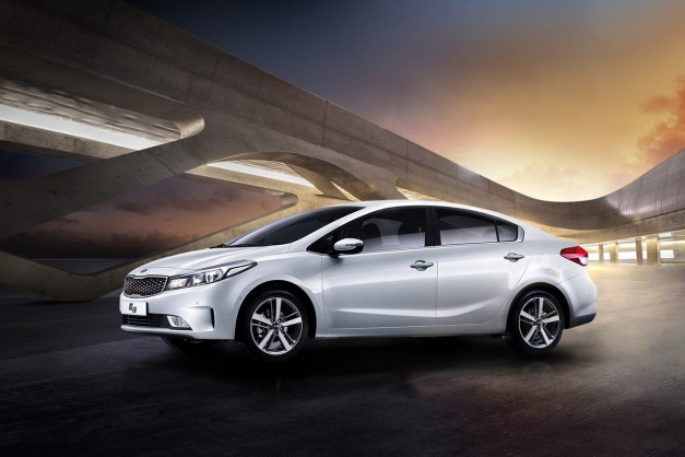 The facelifted Kia Forte sedan gets revealed for the Korean market