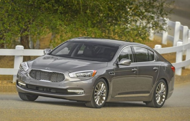 The 2016 Kia K900 gets some subtle updates and is now offered with a base-V6