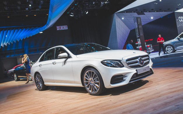 2016 Detroit: The 2017 Mercedes-Benz E-Class gets revealed and shows up on the Cobo floor