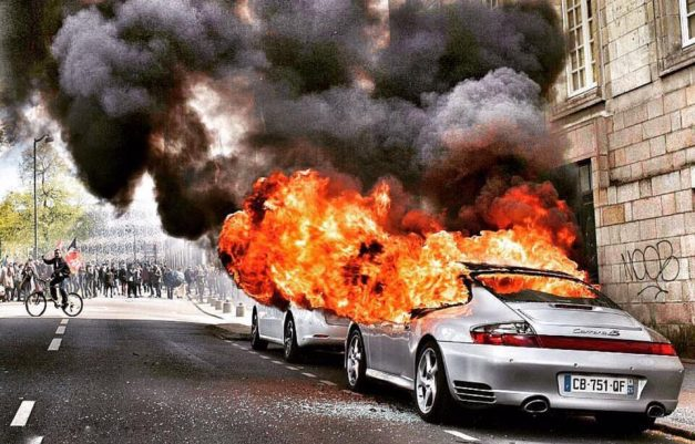 Current Events: This poor Porsche 996 on fire from protests in France is just sad