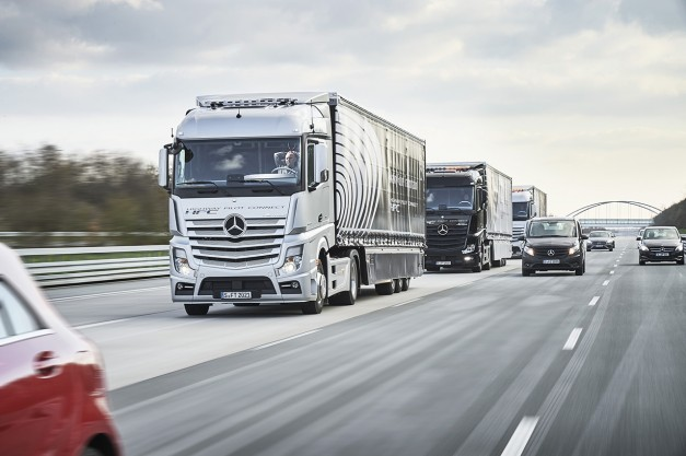 Mercedes-Benz Actros successfully completed a journey testing three autonomous big rigs