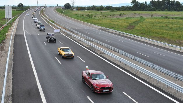 The longest queue of Ford vehicles sets Guinness World Record in Bulgaria, none were found on road dead