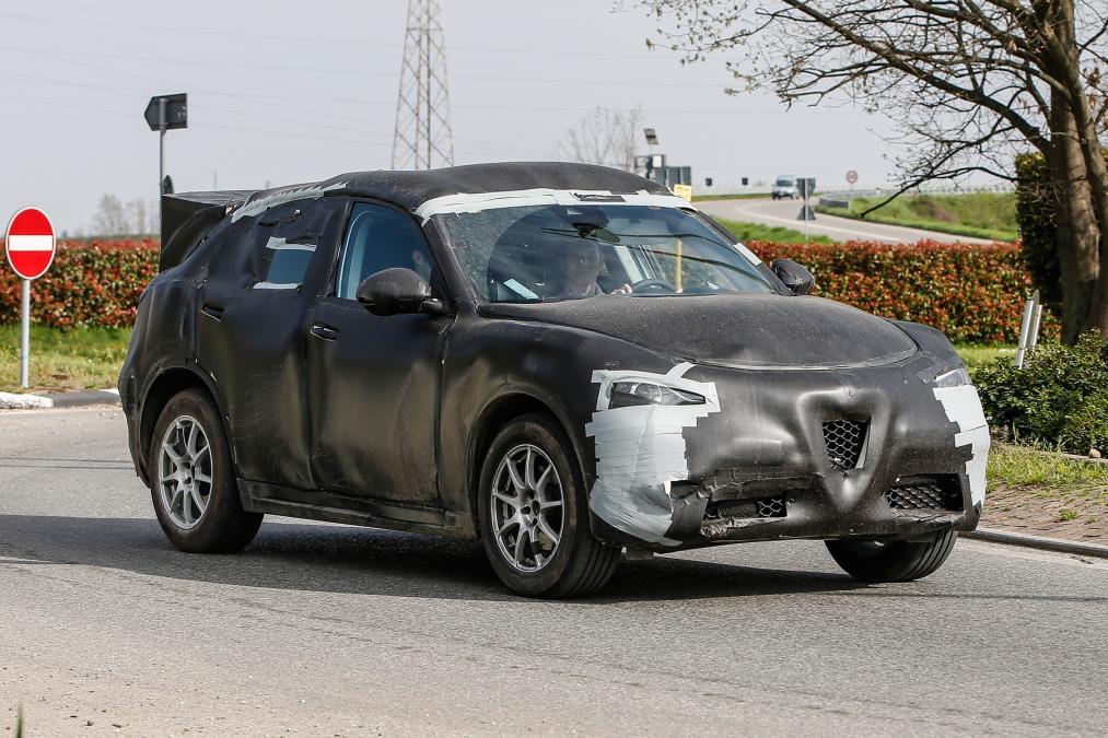 2016 - Alfa Romeo Stelvio Spy Shots
