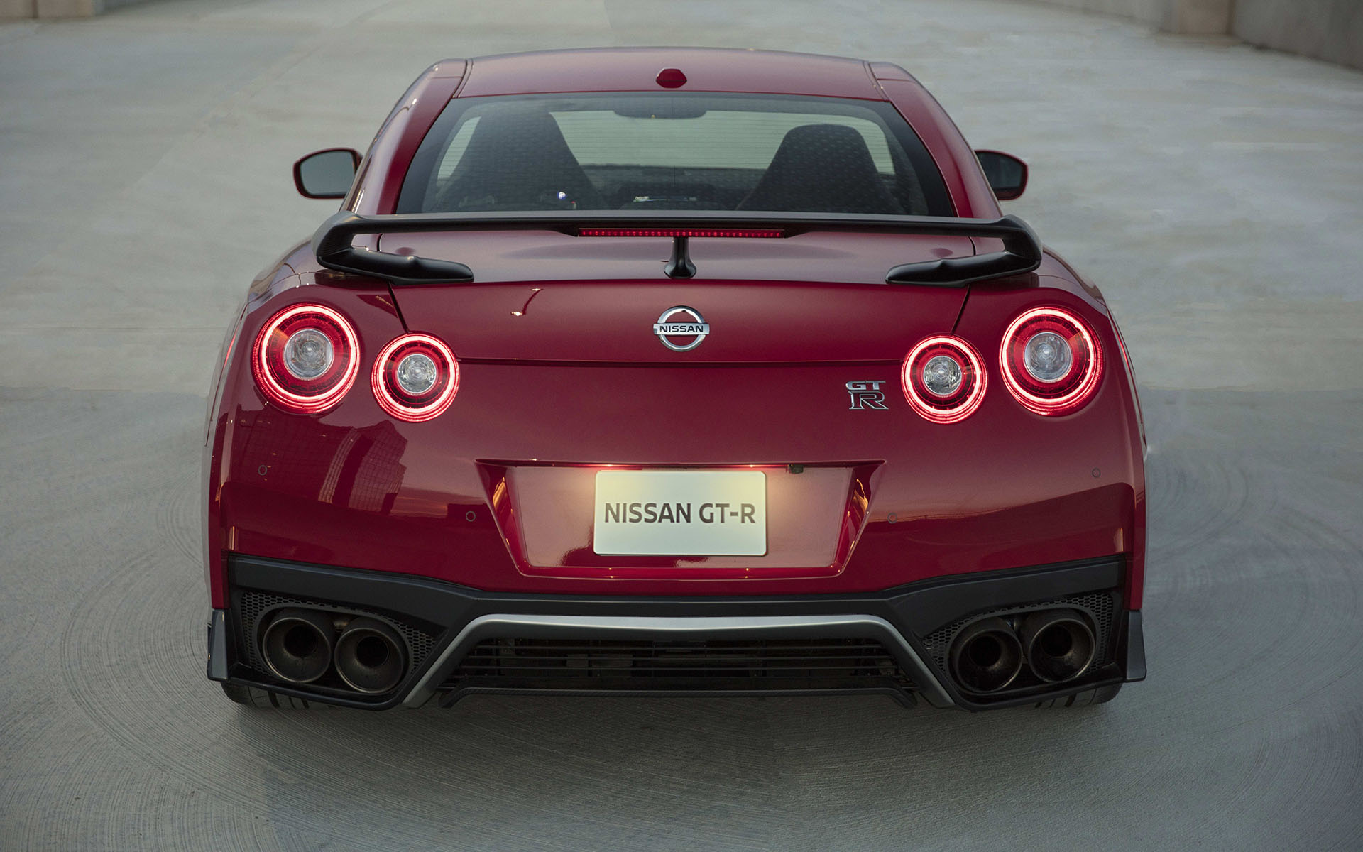 2017 new york the nissan gt r marches on with a new track. Black Bedroom Furniture Sets. Home Design Ideas