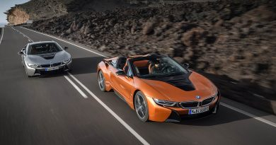 2017 Los Angeles: BMW introduces the i8 Roadster alongside an updated coupe
